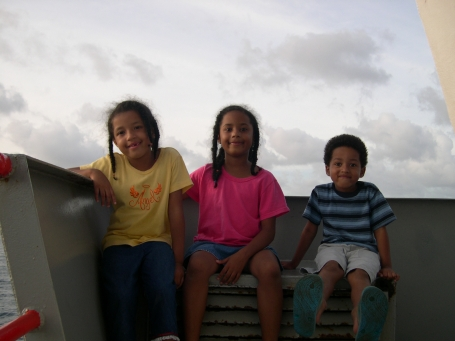 kids-on-ferry_r